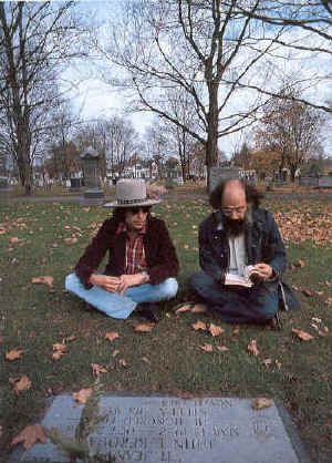 dylan_and_ginsberg_at_kerouacs_grave_75