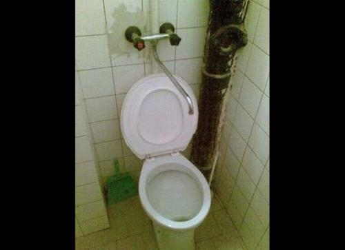 ridiculous bathroom 12
