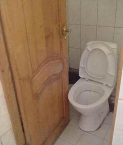 ridiculous bathroom 9
